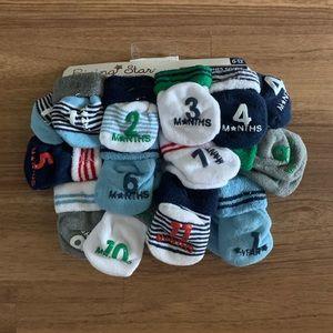 Milestone socks 0-12 months